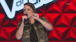 Πήρε το υπέροχο χιούμορ της και πήγε στην ομάδα... | The Voice of Greece 2019