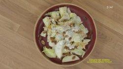 Σαλάτα με iceberg & σάλτσα μπλε τυριού