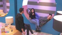 Ο Γιάννης συζητά με τον Θέμη και τη Βενια για το ποιους θα προστατέψει