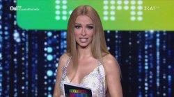 Η super sexy Ελένη Φουρέιρα παρουσιάζει τους κριτές