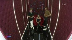 Άρης και Στέφανος επιμελούνται το μακιγιάζ της Βενιας