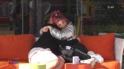 Η αγκαλιά του Στέφανου στη Μαριάννα μετά την