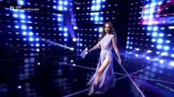 Η εντυπωσιακή Ελένη Φουρέιρα παρουσιάζει τους κριτές