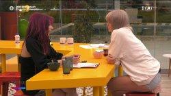 Η Μαριάννα συζητάει με την Κονη την απόφαση της να επικεντρωθεί στις πρόβες