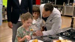 Οι μικροί κριτές δοκιμάζουν τα πιάτα