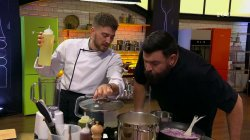 Οι Σεφ μαγειρεύουν τα πιάτα τους