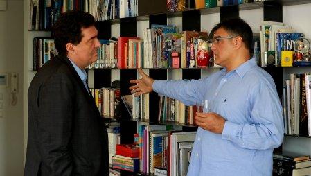 Ιστορίες | Ένας πρώην πράκτορας της CIA συναντά τον Αλέξη Παπαχελά