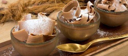 Γλυκές Αλχημείες   Κέικ σοκολάτας με μοσχοκάρυδο, κρέμα σοκολάτας με μαυροδάφνη και σοκολατένιες τρούφες με ουίσκι