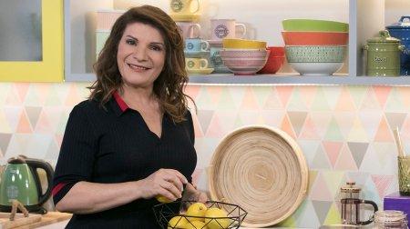 Trailer - Ιταλική στράτα με λουκάνικα και μπόλικα τυριά, μπομπότα με πλούσια γεύση φέτας και γιαουρτιού και αναποδογυριστή μηλόπιτα