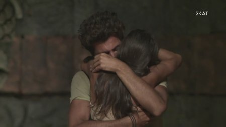Τριαντάφυλλος: Τέτοια σφιχτή αγκαλιά σε αποχώρηση δεν έχω ξαναδεί
