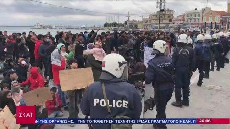 Ένταση έξω από τη Μόρια - Χημικά και φωτιές σε πορεία μεταναστών