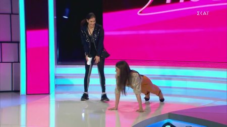 Η Κατερίνα κάνει push-ups με ψιλοτάκουνα