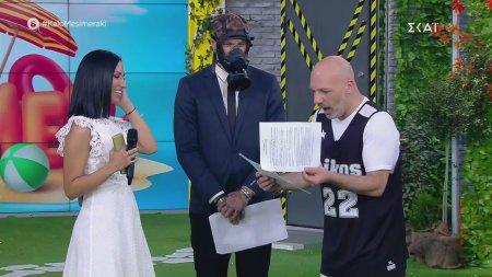 Τα κατάφερε. Ο Νίκος Μουτσινάς υπέγραψε συμβόλαιο με δισκογραφική!