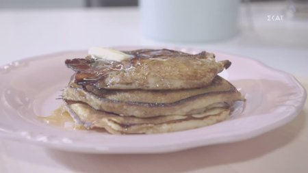 Pancakes με γλασαρισμένο μπέικον