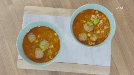 Χειμωνιάτικη ντοματόσουπα με φυτικά κεφτεδάκια