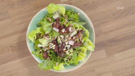 Πράσινη σαλάτα με σύκα ποσέ & αμύγδαλα