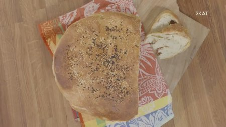Τυρόψωμο Θράκης με φέτα & μορταδέλα