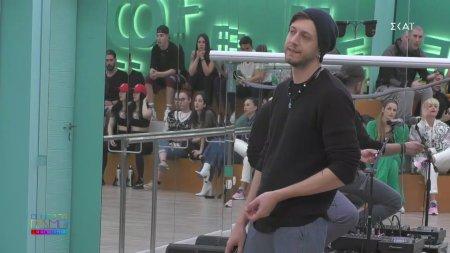 Ο Sion διακόπτει την πρόβα του Γιώργου Ντίνου για τα αγγλικά του