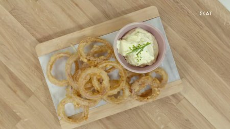 Onion rings με φρέσκο τυρί κρέμα