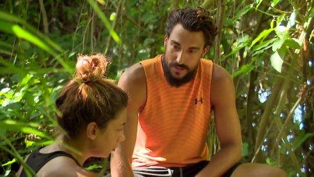Ο Σάκης και η Μαριαλένα συζητούν σχετικά με το πως εξελίχθηκαν οι αγώνες και τις συμπεριφορές των παικτών