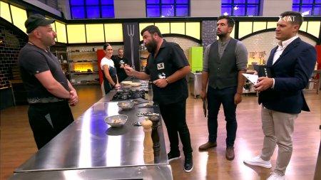 Οι κριτές δοκιμάζουν τα πιάτα και ανακοινώνουν τις αποφάσεις τους