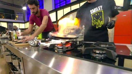 Οι παίκτες μαγειρεύουν τα πιάτα τους
