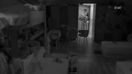 Το ροχαλητό του Παναγιώτη έστειλε τον Steve στο υπνοδωμάτιο των κοριτσιών