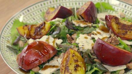 Σαλάτα με ψητά ροδάκινα & μπλε τυρί   Ώρα για φαγητό με την Αργυρώ   03/09/2021